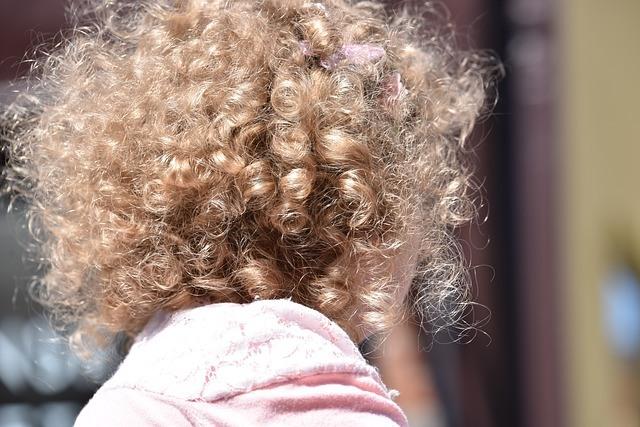 garbanoti plaukai